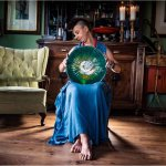 Glaskunstenares Katarzyna Karbownik is artistiek zeer begaafd en geliefd door veelzijdigheid in  glaswerken