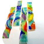 Moderne 3d glasobjecten, golvend en elk weer uniek qua kleur-compositie - HxB 60x8 cm á € 79,95