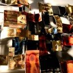 Kunst en glamour, het groot exclusief metalen wandsculptuur oogt erg luxueus door zijn glanzende materiaalgebruik ...