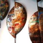 Bijzonder kunstwerk voor de muur in metaal, in prachtige ambachtelijke bewerkingen in één wandobject