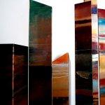 Het wandsculptuur is ambachtelijk vervaardigd en straalt exclusiviteit uit in een kleurrijke strakke lakafwerking