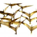 Het abstracte wandsculptuur met metalen vogels heeft een mooie 3D dieptewerking en kan simpel bevestigd worden aan de muur d.m.v. een paar ringetjes ...