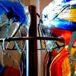 Modern uniek kunstobject in fusing glas met rvs ophangsysteem van de gekleurde glas schijven rondom