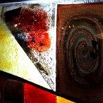 Uniek glas en kunst in glasfusing, ... gedeelte van de golvende schaal met Eratini's oog voor detail ...
