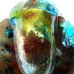 Prachtig glas, kunst en design van Eratini, ... deze siervaas in natuurtinten en 'waterbellen' in het volle licht ...