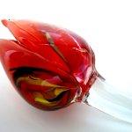 Rode tulp als glasgeschenk ... mooi in een vaas maar ook los liggend op een kastje of bijzettafel ...