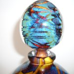 Alleen al de knop van het glasobject is prachtig in het volle licht en fascinerend om te zien ...
